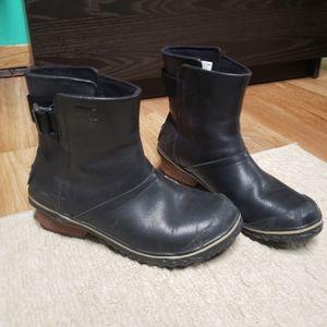 Women's short Sorel leather boots
